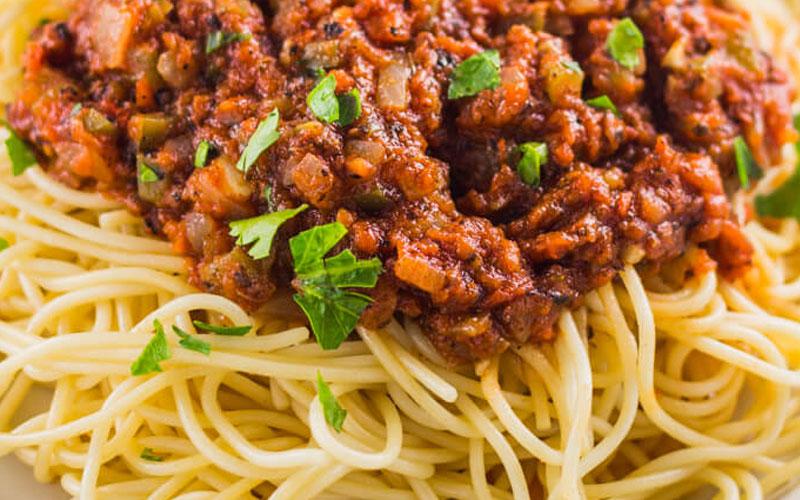سُس اسپاگتی فاقد گوشت همراه با سبزیجات